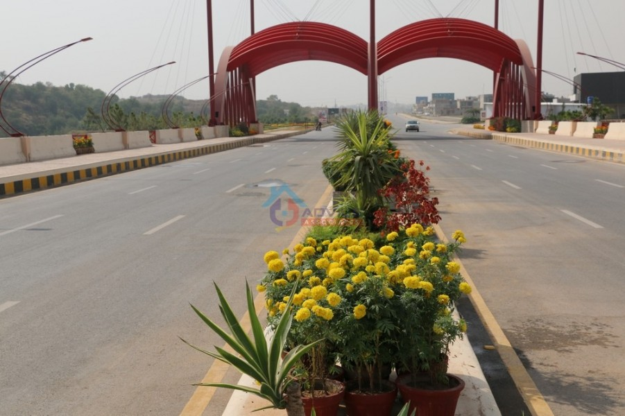 gulberg-greens-bridge-0412.JPG